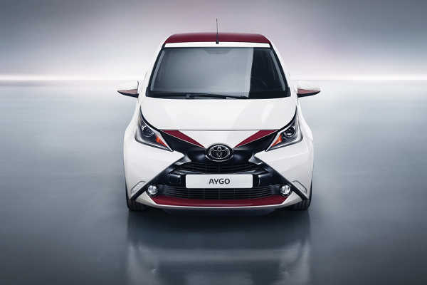 toyota aygo x pose sondermodell in wei bordeaux auto und motors de. Black Bedroom Furniture Sets. Home Design Ideas