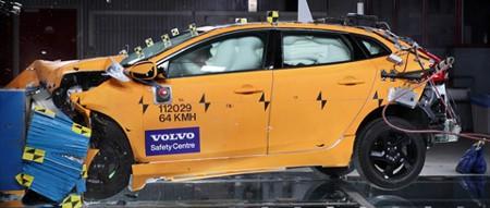 Volvo V40 im Crash