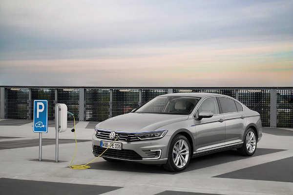 VW Passat GTE 2015